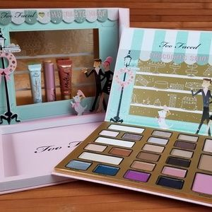 Too Faced Makeup - Too Faced eyeshadow palette Christmas in New York